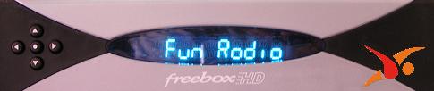 Nom de la radio affiché à l'écran