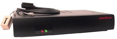 Freebox v1 (2002) et v2 (2003). Équipée d'emblée pour la téléphonie et la TV, elle permet à Free de déployer progressivement ses nouveaux services aux abonnés sans envoi de nouveau matériel.