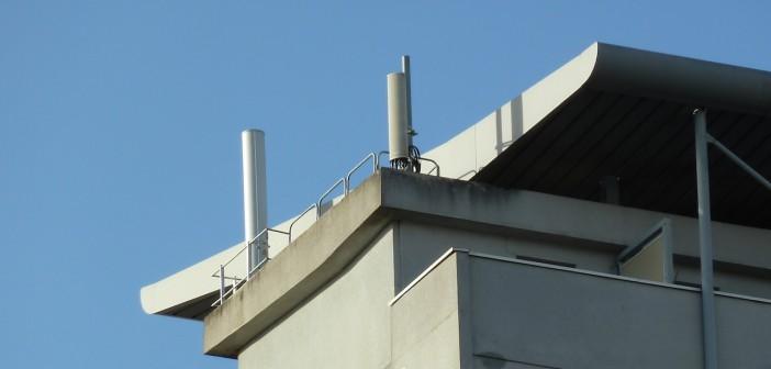 Antennes Free Mobile sur un toit