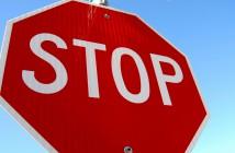 Panneau stop arrêt fin