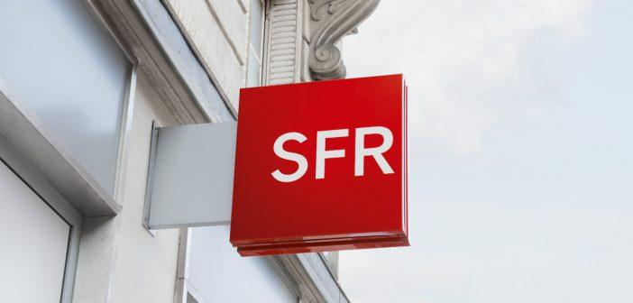 SFR logo enseigne carré rouge boutique