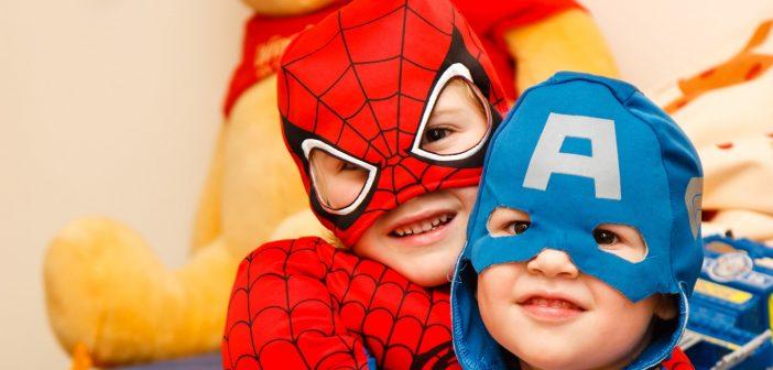enfants désuisés en super héros