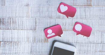 Smartphone utilisé pour les réseaux sociaux